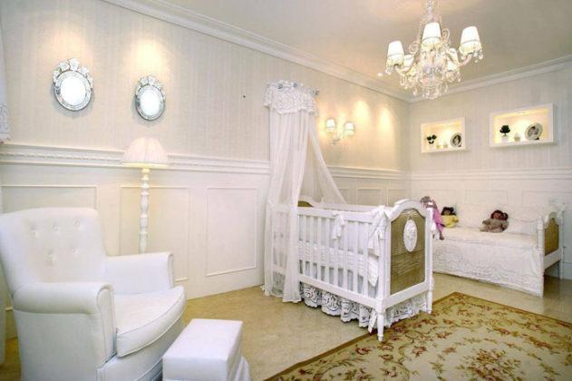 Poltrona e berço quarto de bebe