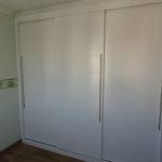 Guarda-roupa planejado com porta de correr para casal