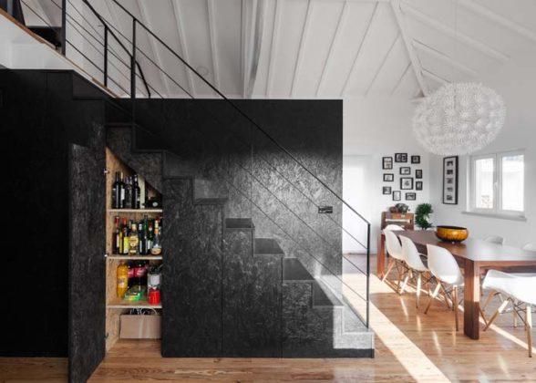 Armário embaixo da escada