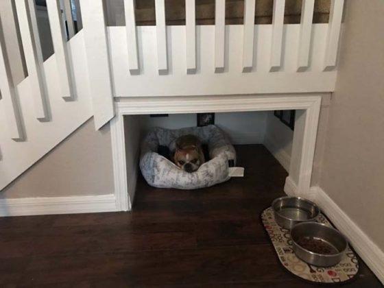 Outro cômodo embaixo da escada