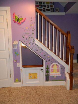 antinho de brincar embaixo da escada