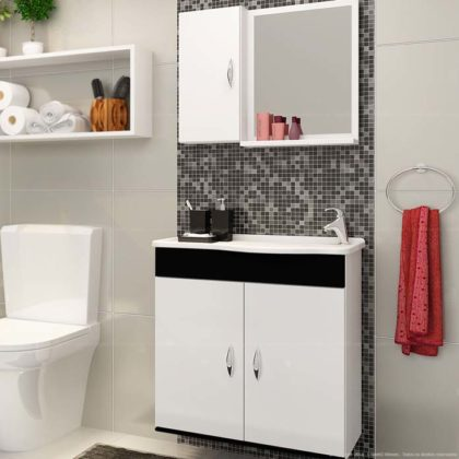 Banheiro preto e branco pequeno