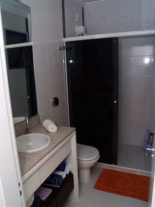 #474632 Banheiros Pequenos Simples Preto E Branco. Banheiro Decorado Com Madeira. Banheiro Pequeno  522x696 px Banheiro Simples E Bonito Branco 3795