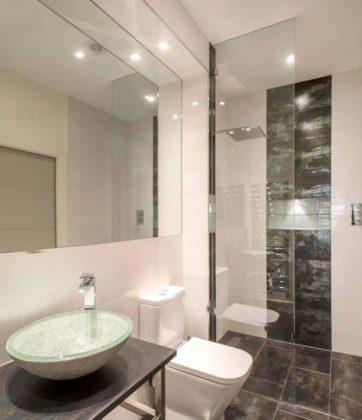 Banheiro preto e branco simples