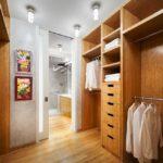 Closet planejado com banheiro