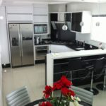 Cozinha preta e branca americana