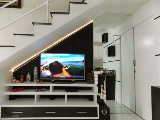 Decoração de sala pequena com escada