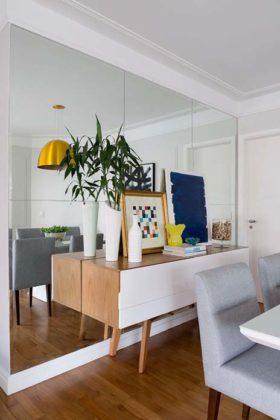 Decoração de sala pequena com espelho