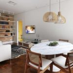 Decoração de sala pequena com mesa de jantar