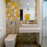 Banheiro com piso de porcelanato acetinado