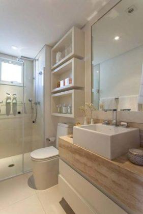 Banheiro com piso esmaltado