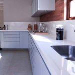 Cozinha com piso de cerâmica