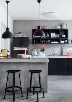 Cozinha com piso de cimento queimado