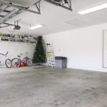 Garagem com piso de cimento queimado