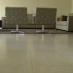 Salas com piso de porcelanato acetinado