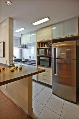 Decoração de cozinha americana com armarios planejada