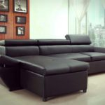 Sofá preto com chaise