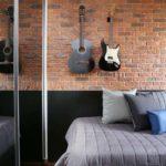Decoração de parede com itens pendurados