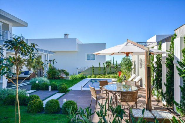 Jardins com piscina