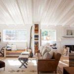 Sala de estar com móveis rústicos