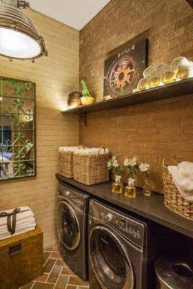 Caixas organizadoras na lavanderia