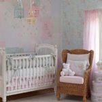 quarto feminino decorado com cortina