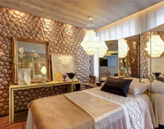 Decoração com espelho de parede para quarto feminino