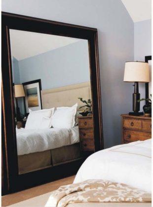 Decoração com espelho para quarto de casal