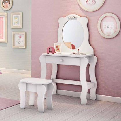 Decoração com espelho para quarto infantil