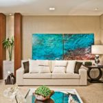 decoração com quadros atrás do sofá