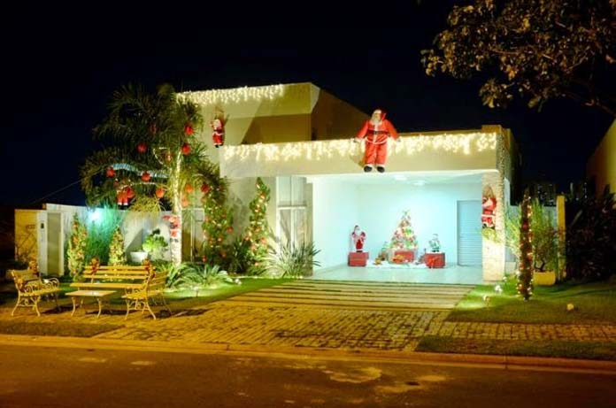 Papai Noel na fachada da casa