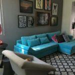 Sofá azul retrátil