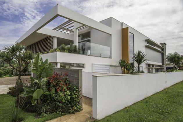 Casas com varanda de vidro