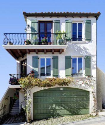 Casas com varanda no segundo piso