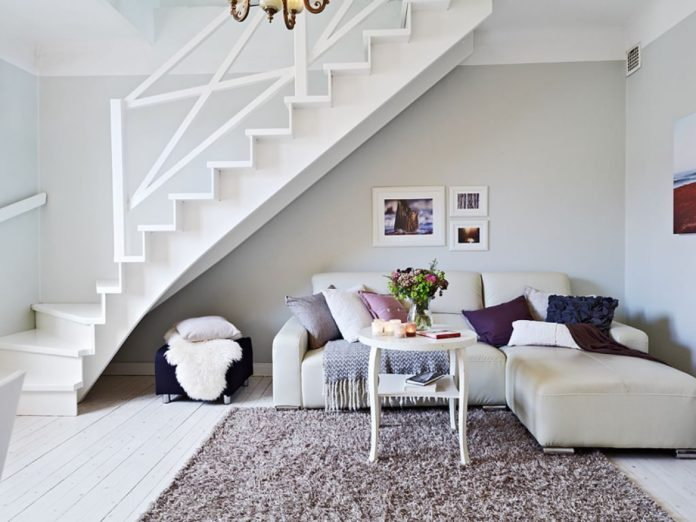 sala com escada pequena