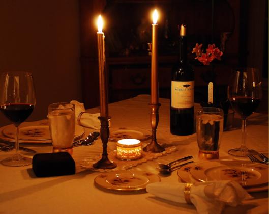 velas na mesa de jantar