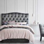 Decoração com roupa de cama rosa