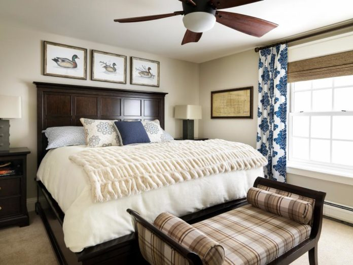 Quarto decorado com ventilador de teto
