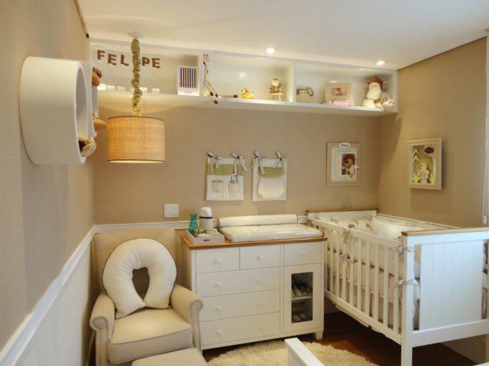 Quarto de bebê clean, combinando cores mais claras, bege com branco