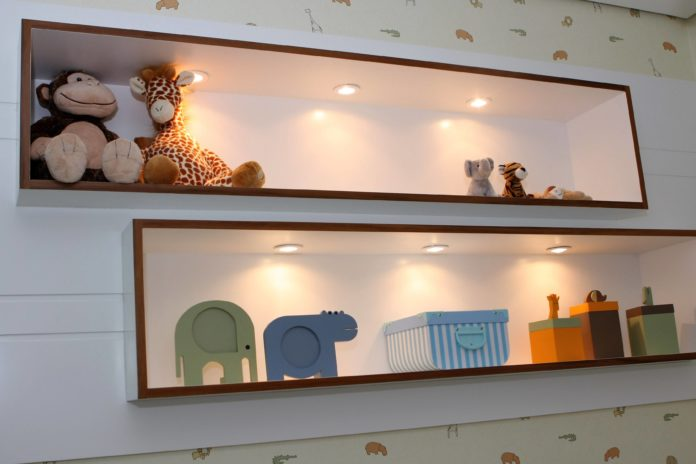 Ninchos em madeira com iluminação interna para se colocar bichos de pelúcia ou brinquedos