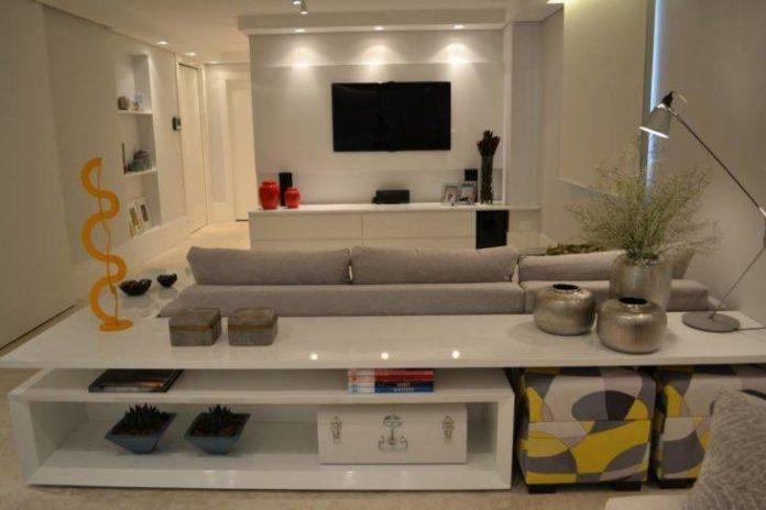 Sala com decoração clara