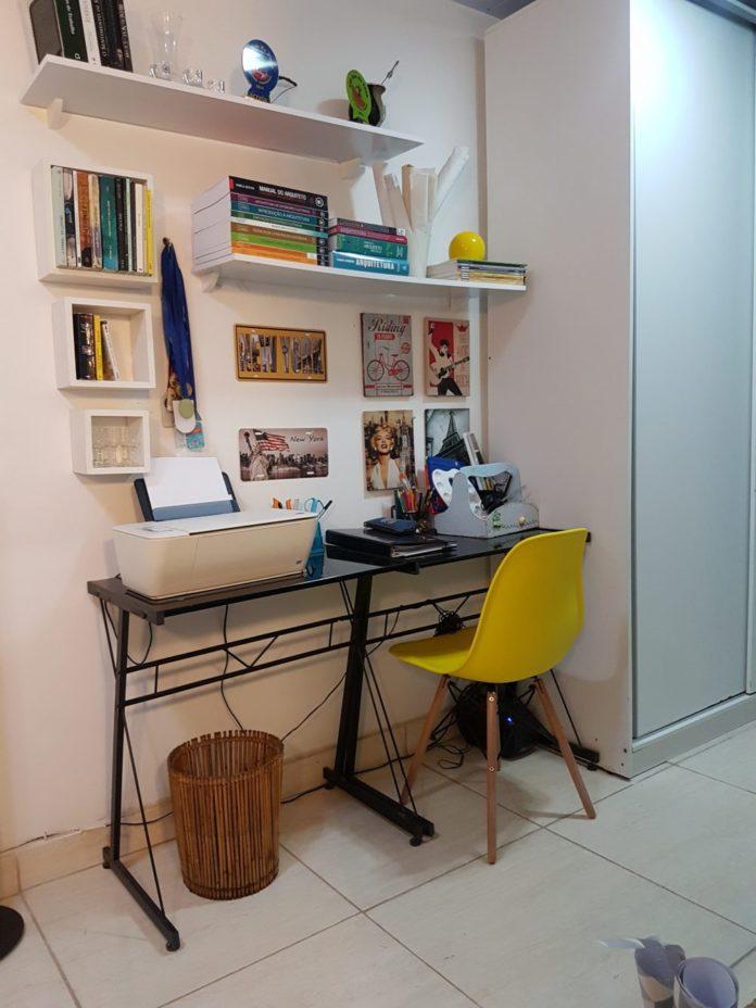 Mesa de canto para sala de estudos