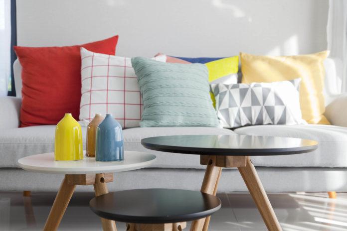 Almofadas para o sofás coloridas