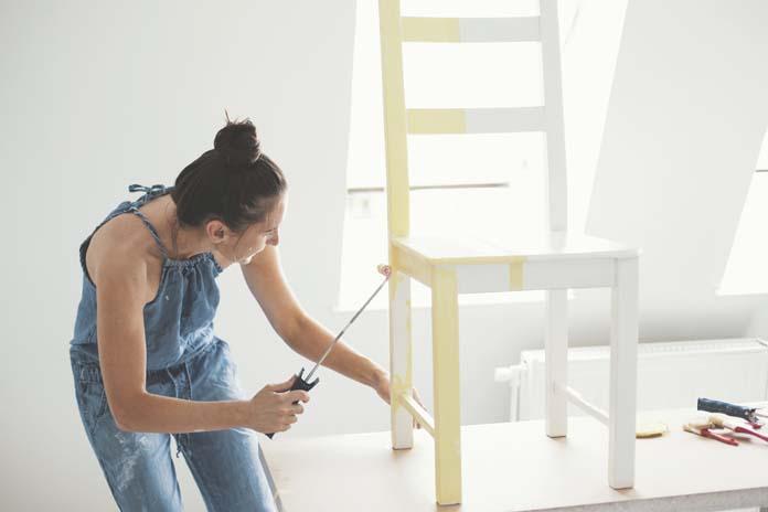 DIY: Como pintar os móveis velhos da sua casa