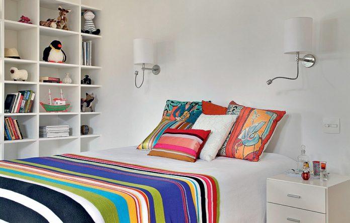 Almofadas para criar um contraste para um quarto clean