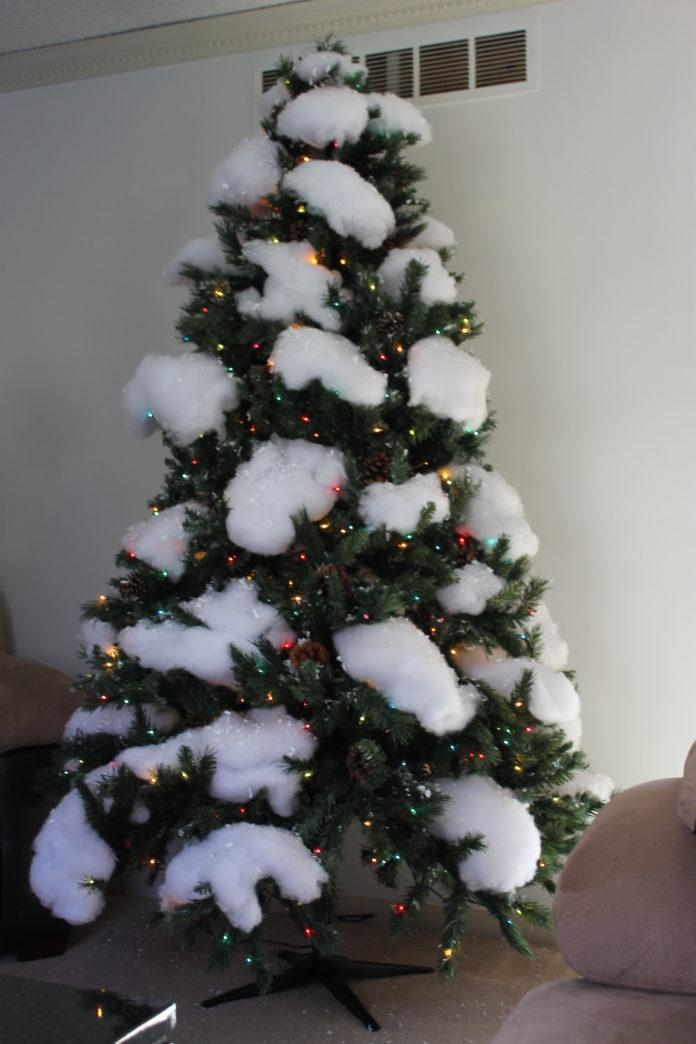 neve fake em uma arvore de natal