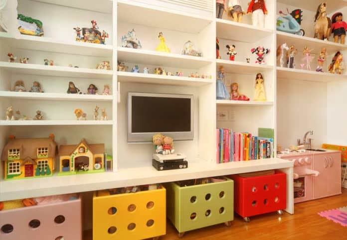 mini biblioteca com brinquedos