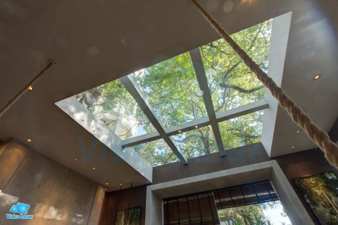 teto de vidro para ver paisagem