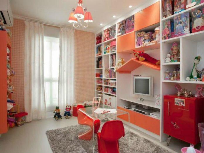 Televisão no quarto de brinquedo
