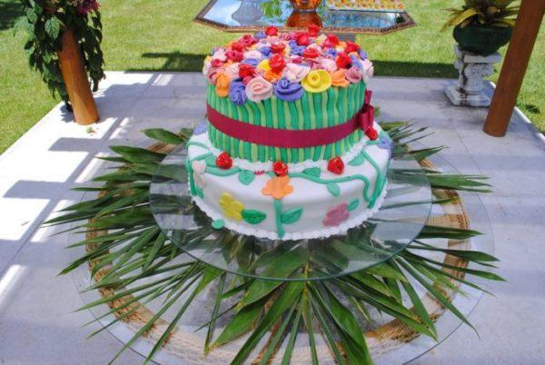 decoração de bolo com estilo havaiano